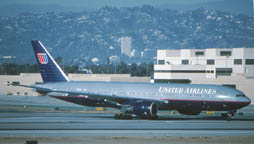 777-222 N787UA United Airlines