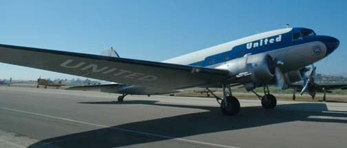 Douglas DC-3C, N814CL Mainliner O'Connor, Camarillo Airport, August 28, 2005