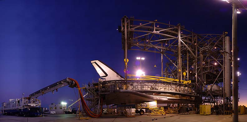 >Space shuttle Endeavour, Edwards Air Force Base, December 5, 2008