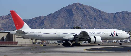 Japan Airlines 777 at Phoenix Sky Harbor, March 22, 2012