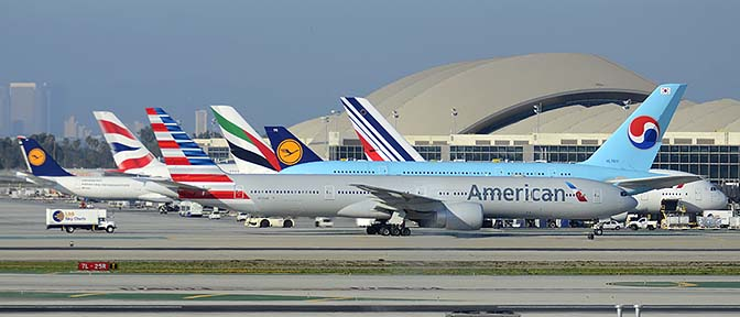 American Boeing 777-323ER N725AN, Korean Air Airbus A380-861 HL7611, Air France Airbus A380-861 F-HPJI, Lufthansa Boeing 747-830 D-ABYK, Emirates Airbus A380-861 A6-EEO, British Airways 