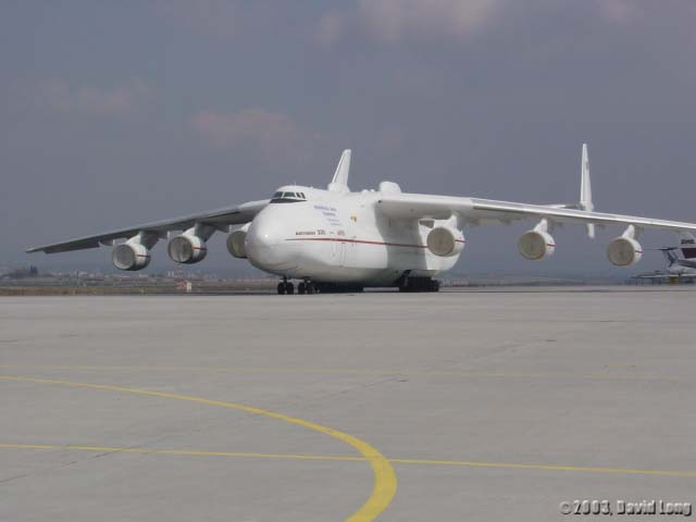 http://www.air-and-space.com/Antonov%20An-225/20030411%20Stuttgart%2010%20An-225%20left%20front%20David%20Long%20l.jpg