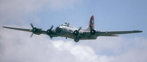 B-17G, N5017N Aluminum Overcast on approach to SBA